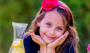 אילוסטרציה - לונדון: בת 5 נקנסה כי מכרה לימונדה ברחוב