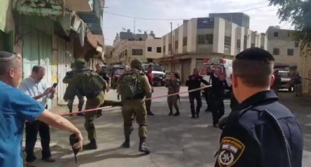"""פיגוע דקירה בחברון: חייל צה""""ל נפצע קל"""