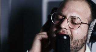 """מוטי עויזר בסינגל קליפ חדש: """"אברכה"""""""