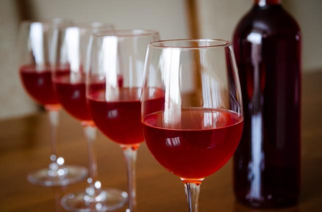 מותר לשתות מיץ ענבים בארבעת הכוסות?