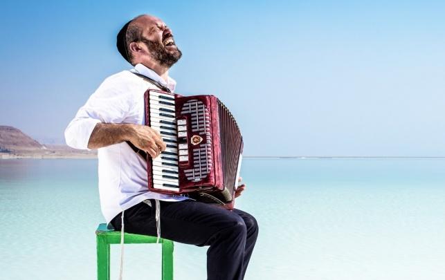 הזמר והיוצר יונתן רזאל באלבום שלישי חדש
