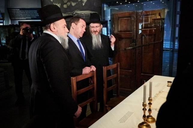 """רוה""""מ רוסיה מדבדב ביקר במוזיאון היהודי"""