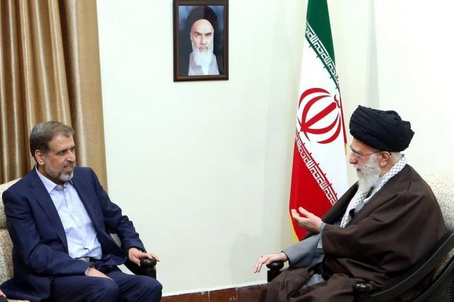 שלח עם מנהיג איראן עלי חמינאי