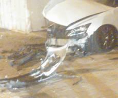 """הרכב לאחר הפיצוץ - מטען התפוצץ ברכב עו""""ד שרימה לקוחותיו"""