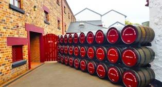 מבשלת וויסקי בושמילס צפון אירלנד עסקים עתיקים
