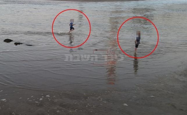 ילדים רוחצים לבד בנמל תל אביב