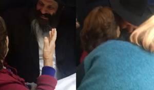 """רובשקין עם אמו - """"אמא, הנה אני כאן"""", הכריז רובשקין ונשק לאמו המבוגרת"""