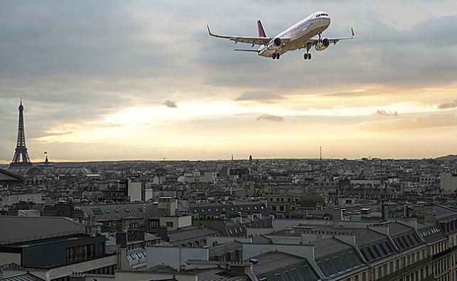 מי החביא מטען דמה בטיסת אייר פראנס לפריז?
