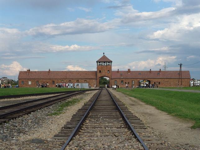 השומר מאושוויץ נמצא אשם.