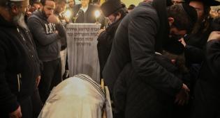צפו: היתומים ב'קדיש' על רבי ישראל פינטו