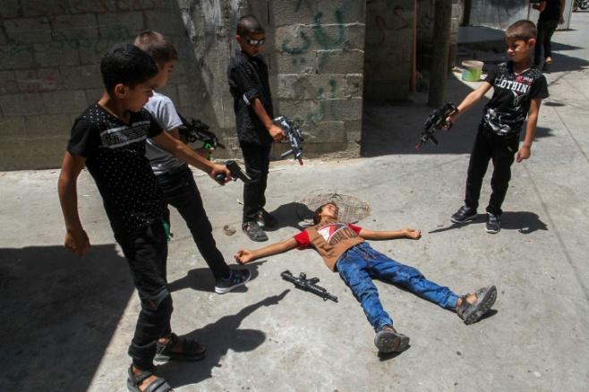 המשחק של ילדי עזה: רובים • צפו בתמונות