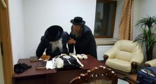 הרבי מדינוב במסע קברי צדיקים באוקראינה