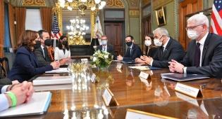 שר החוץ לפיד במפגש עם סגנית הנשיא