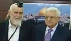 מעוטר בתפילין, רב נפגש עם אבו-מאזן