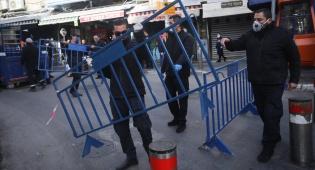 שוטרים סוגרים את שוק מחנה יהודה, לפני כחודש