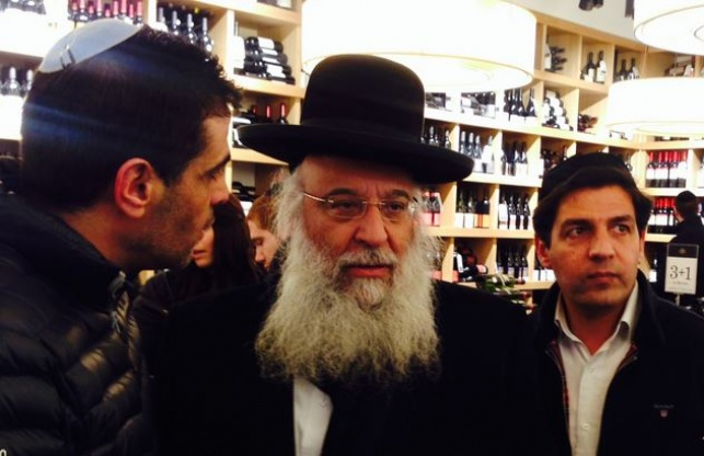 הרב שמואלי בחנות היין, הערב