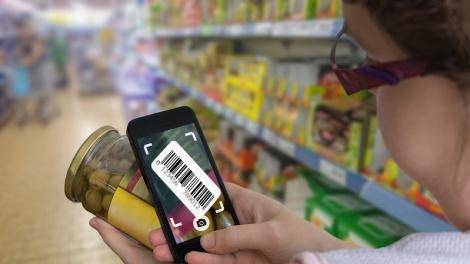 השוואת מחירים באפליקציה. אילוסטרציה - תמריץ כספי לאפליקציות שיקלו עם הצרכן