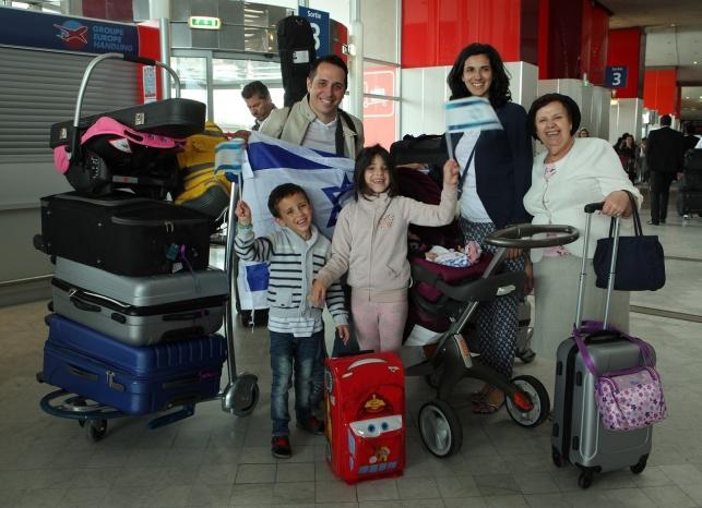 העולים בשדה התעופה שארל דה גול