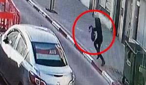 לאור יום בתל אביב: גבר שדד אישה • צפו