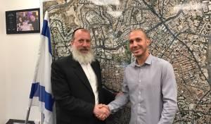 """מנכ""""ל פנגו עם סגן ראש עיריית ירושלים."""