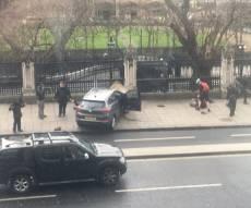 הטיפול בפצועי הדריסה על הגשר - הרוגים ופצועים בפיגוע קשה ליד הפרלמנט