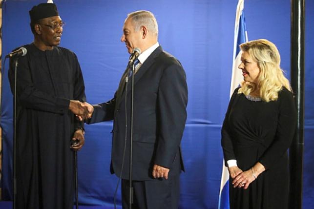 נתניהו ורעייתו עם נשיא צ'אד בנובמבר
