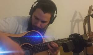 נגן אלוף אחד עם גיטרה אחת מציג: יצירה שלמה • צפו