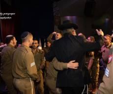 """בסיום הש""""ס בארה""""ב: החרדים חגגו עם החיילים"""