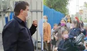 רמי גרינברג ותלמידות בשערי בית הספר, אתמול