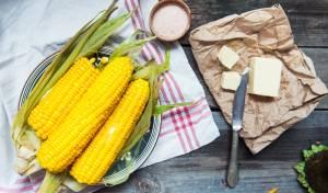 תירס מבושל בחמאה