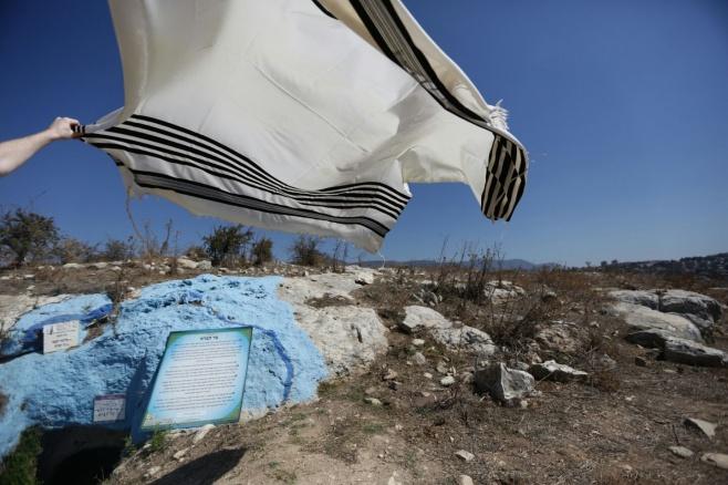 ערב סוכות בקבר בן התנא שקבע מיהו 'גזלן'