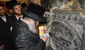 הרבי מנדבורנה-ביתר במסע לקברי צדיקים