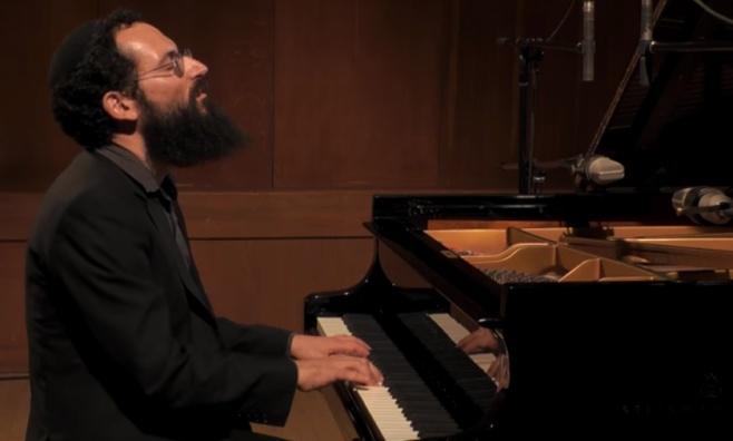 ניגון החזק - הפסנתרן אחיה אשר כהן אלורו