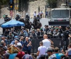 מפגינים ליד הר הבית - החלה התפרעות בירושלים, המשטרה השיבה את הסדר