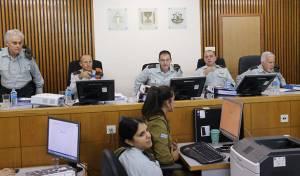 אלאור אזריה, משפחתו ונציגי התביעה בבית הדין - היום - משפט אזריה - השופטים: תמשכו הערעורים