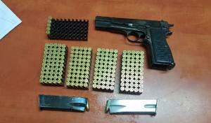 האקדח והתחמושת שנתפסו
