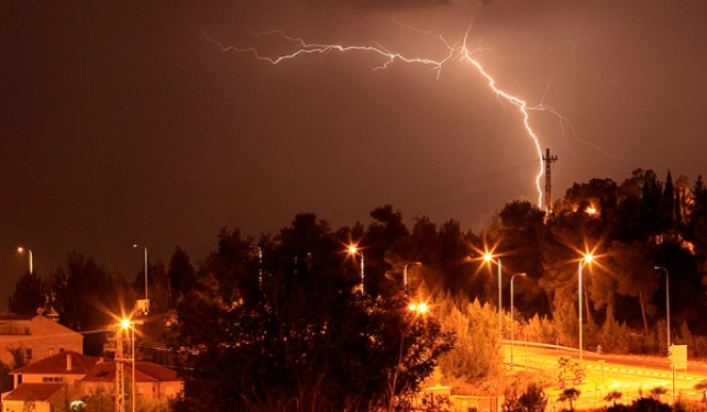 התחזית: גשם, רוחות וסופות רעמים