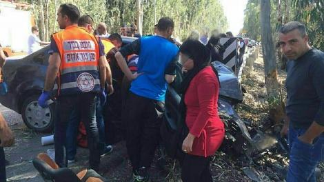 זירת התאונה בעמק חפר - בן 6 נהרג ואחיותיו נפצעו קשה בתאונה בשרון