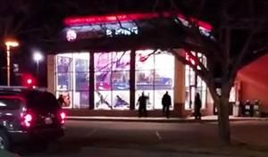 בגלל מתיחה: עובדי החנות ניפצו את כל החלונות