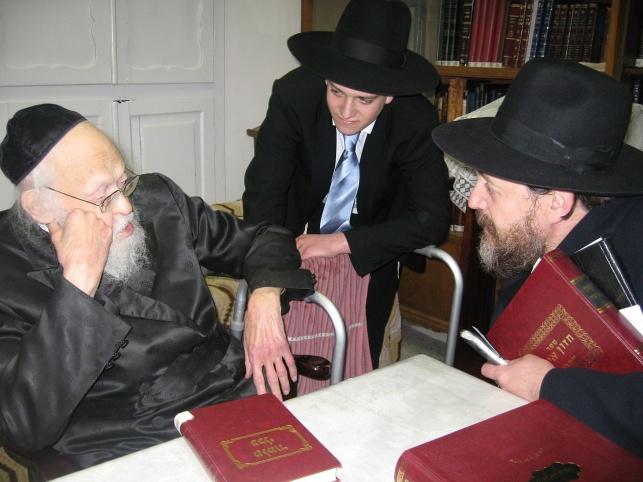 """הרב בן ציון קוק עם הגרי""""ש אלישיב"""