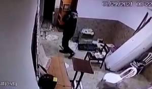 החשוד הקטין, בבית הכנסת