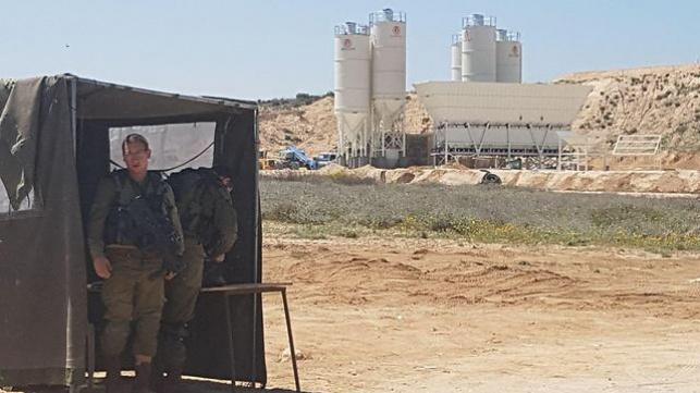 הוקם מתקן לייצור בטון לחומה בגבול עזה