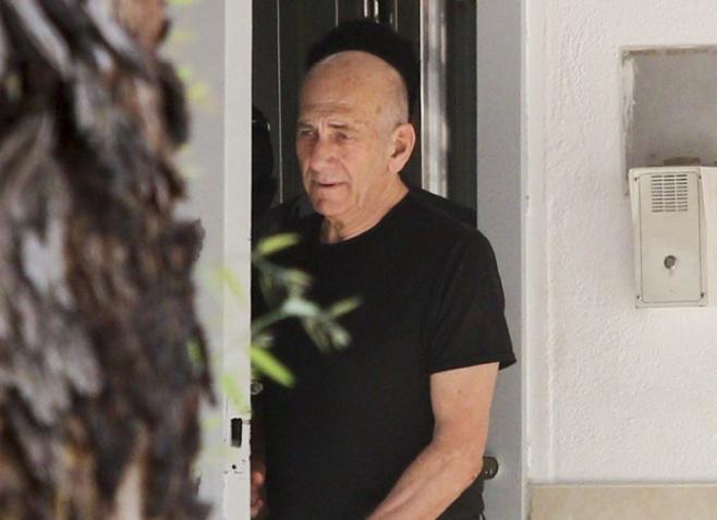 צפו: האסיר אולמרט יוצא לחופשה ראשונה