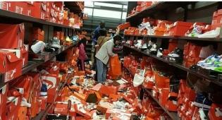 יום השופינג הפך לחורבן טרגי - מטורף: קונים החריבו חנות של נייקי בבלאק פריידי