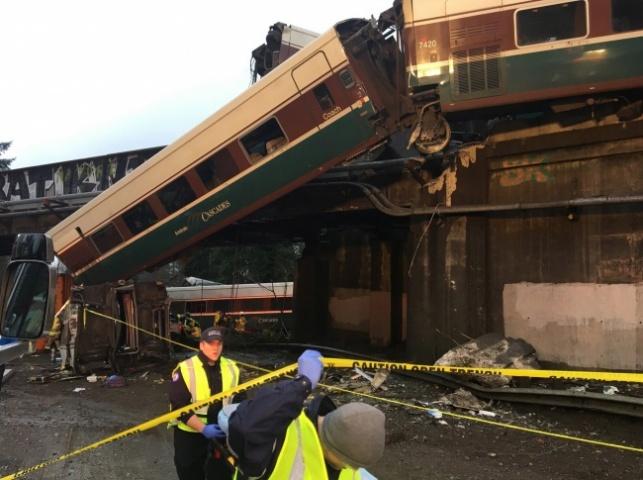 פי 2.5: רכבת נסעה במהירות ונפלה מהגשר