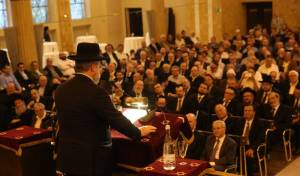 """הגר""""פ גולדשמידט בבית הכנסת הגדול שבפרנקפורט"""