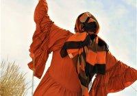 המוזה בהפקת האופנה של רייצ'ל: רות המואבייה