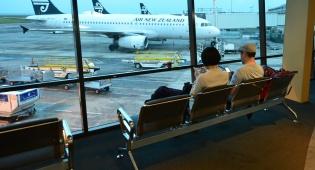 מטוס חברת אייר ניו זילנד בנמל התעופה הבינלאומי של אוקלנד
