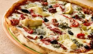 פיצה בטעם פיקנטי עם ירקות קלויים
