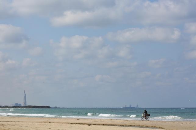 החופים נפתחו רשמית לרחצה